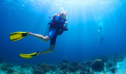 A guest of the luxury boutique hotel Nostos Apartments is performing a diving excursio in Santorini