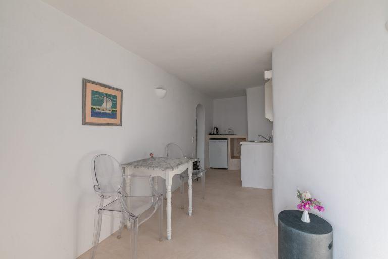 santorini-holidays-for-couples-nostos-apartments